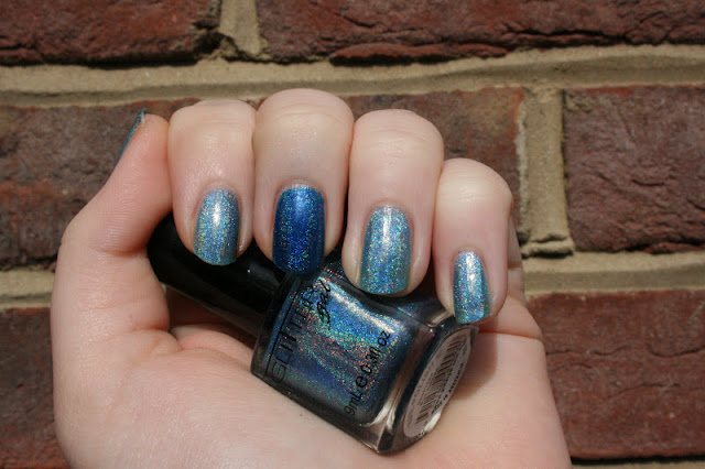 nail+polish+in+blue+uk+swatch+shop+online+where+to+buy+in+uk+england+