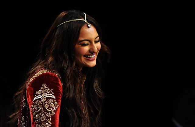 Sonakshi Sinha at Blenders Pride Fashion Tour