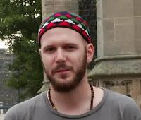 Berniat Melawan Islam Pemuda Inggris Justru Menjadi Mualaf