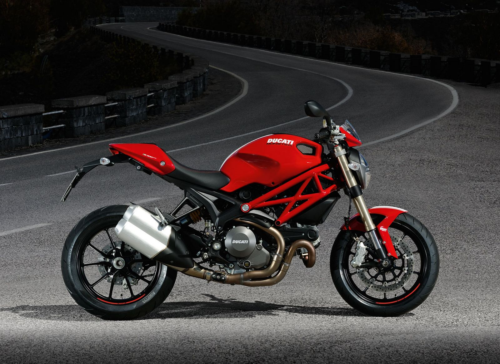 2012 ducati monster 1100 evo review motorcycles. Black Bedroom Furniture Sets. Home Design Ideas