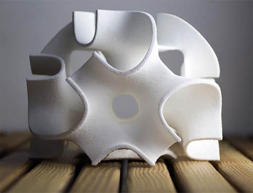 砂糖を使った3Dプリントで作った「3D砂糖」でケーキ屋さんが大成功したSugar Lab社。建築家がデザインしたとあって非常に美しい。