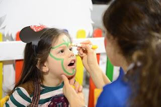 Bir Annenin Blogu - İBS Anne Bebek Çocuk Fuarı'nda yüz boyatan kız