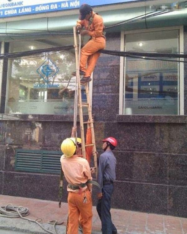 smešna slika: Kineski radnici na terenu
