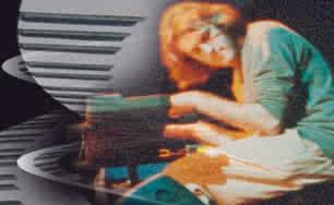 """""""Alquilbencil"""" é uma banda espanhola formada em 1997. Seu som é uma mistura única de symphonic, art-rock e progressivo com elementos de jazz-fusion, um instrumental muito interessante, poderoso e áspero. Seu primeiro lançamento foi em 1998 pelo selo espanhol Diletilamonio records, um auto-intitulado considerado demo, pouco maduro e raro de se encontrar, já seu segundo lançamento foi em 2001 pelo selo Musea Records, chamado de """"From Serengethi To Taklamakan"""", oferece uma música muito pessoal, influenciada por """"King Crimson, """"Soft Machine"""", também com um específico toque do mediterrâneo nos ritmos e em algumas linhas melódicas, certamente uma viagem através de muitas esferas musicais, te leva a todos os cantos do mundo musical, ás vezes experimental, muitas vezes melodioso e elegante, """"Alquilbencil"""" é uma banda muito emocionante e promissora! Depois não venha me dizer que não recomendei isso."""