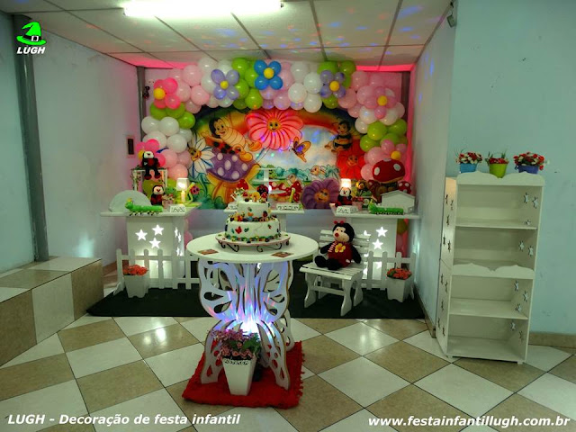 Tema Jardim Encantado para decoração de festa de aniversário infantil de 1 aninho para meninos e meninas em mesa provençal