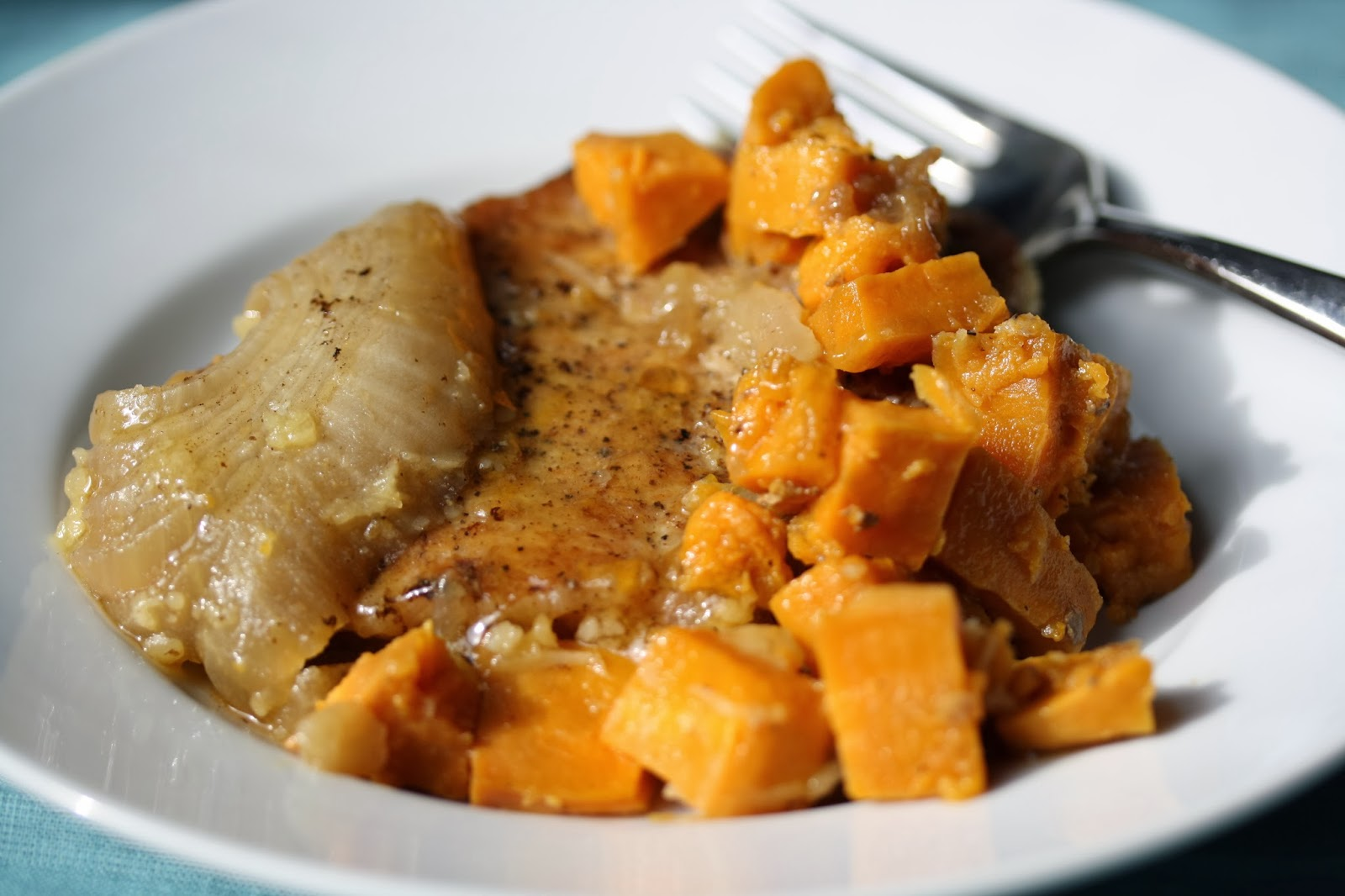 ... Happy Home: Slow Cooker Pork Chops with Apples and Sweet Potatoes