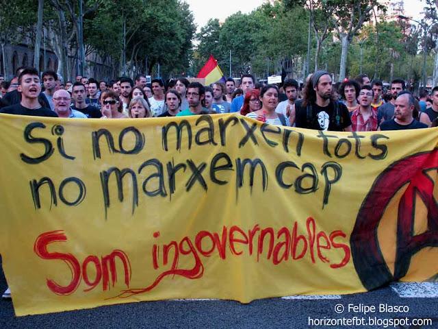 Manifestación en Barcelona para exigir la dimisión del gobierno del PP y apoyo a la ocupación por parte de la PAH de una sucursal bancaria