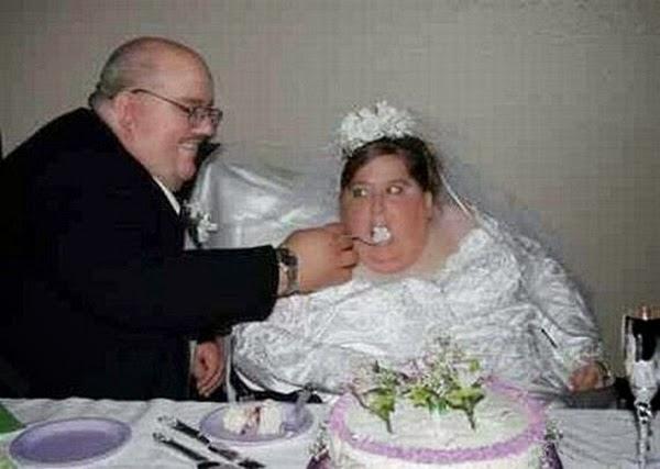 أطرف صور العروسين في حفلات الزفاف  Funny-wedding-photos-14