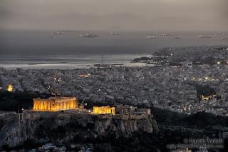 La Acrópolis por la noche vista desde la colina Lycabettus - Autor ©Davide Vadalà - (www.nomadtravellers.com)