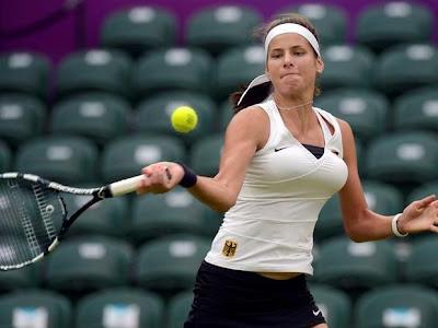 chica tenista con senos grandes en estadio con asientos vacios jj.oo 2012