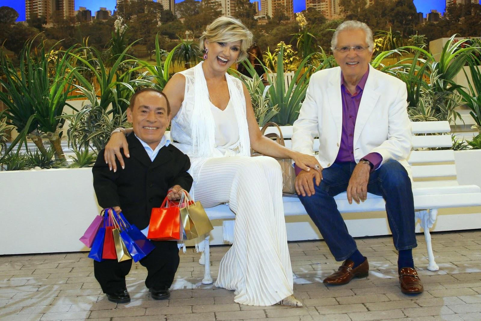 """Joaquim, Andrea como """"A Nova Rica"""" e Carlos Alberto (Crédito: Lourival Ribeiro/SBT)"""