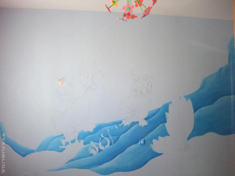 מסע של בת הים הקטנה אריאל בממלכה תת-ימית - שלב ראשון של ציור קיר . רק רקע, וגלי ים