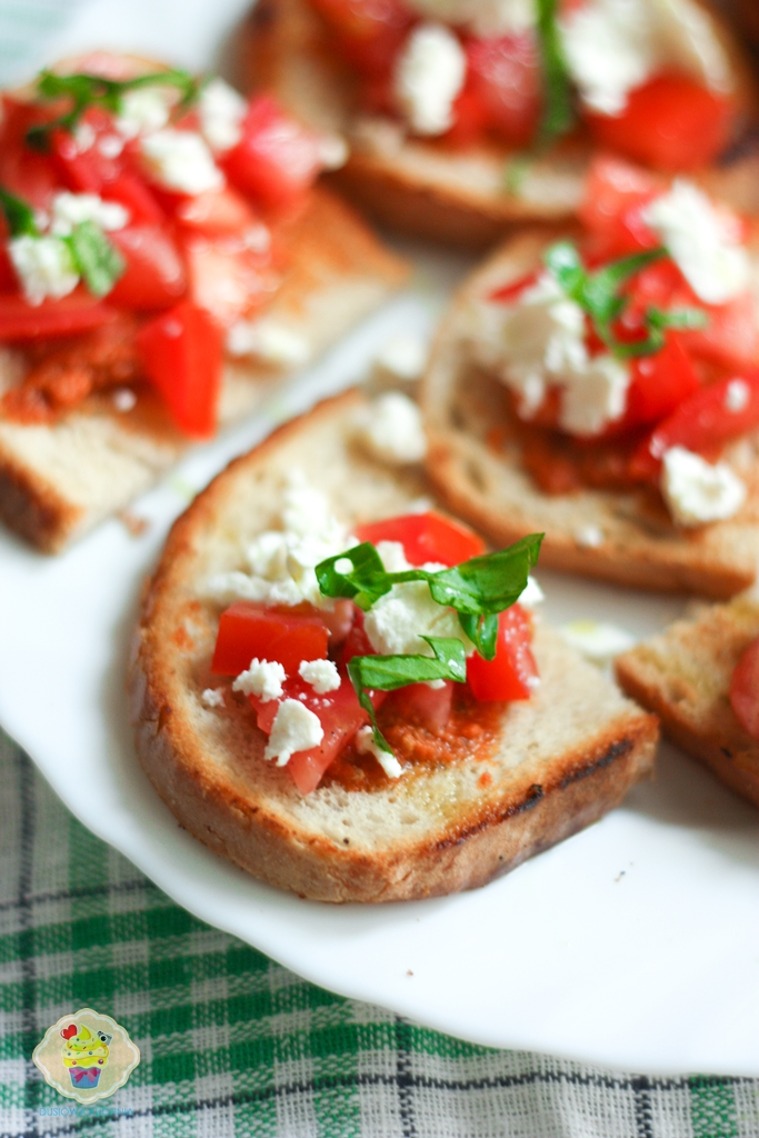 bruschetta z pomidorami i fetą, grzanki przepisy, grzanka z pomidorami