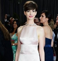 Anne Hathaway In Same Frock Horror