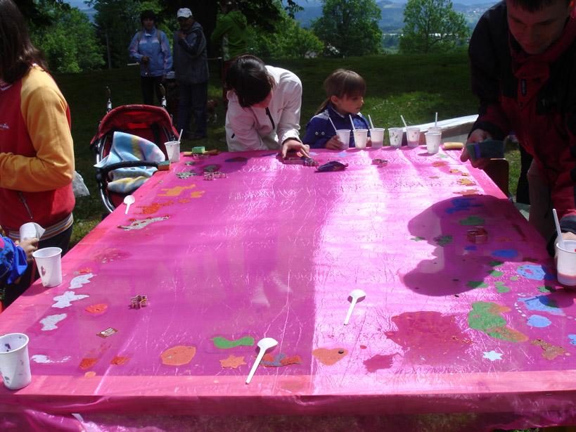 Dětský den na Krásné 2. 6. 2012 - ateliér Tilia - ruční papír