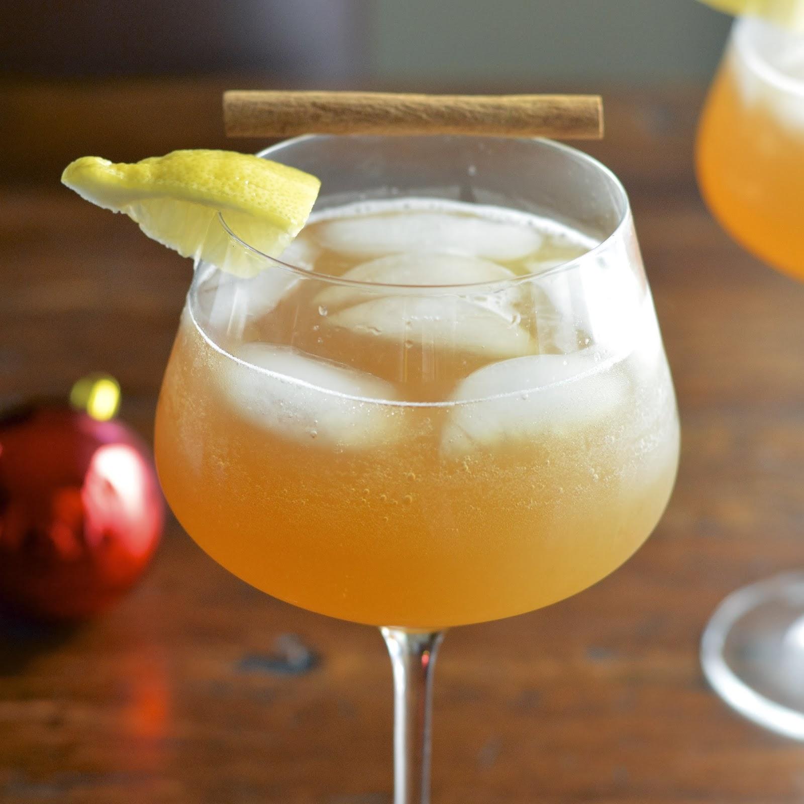 Sparkling Drinks Alcoholic: Sparkling Apple Cinnamon Cocktail