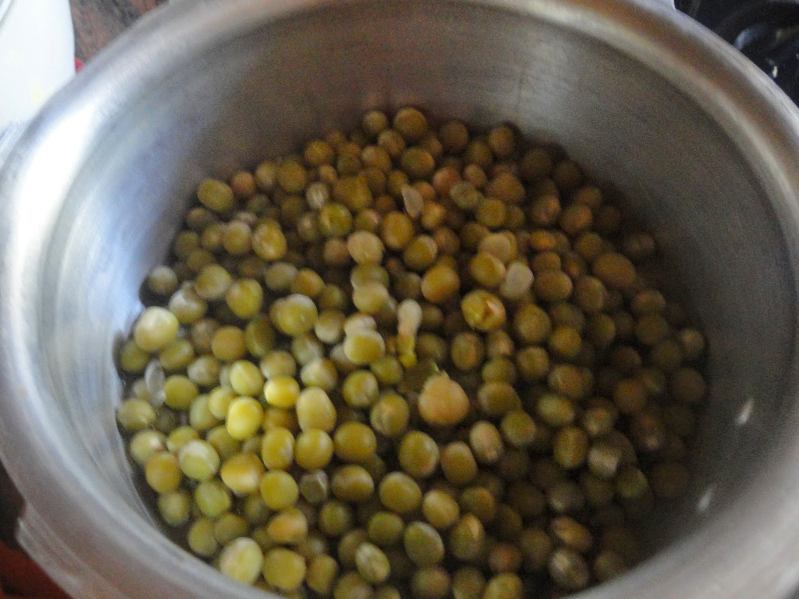 Pressure cooked dried peas