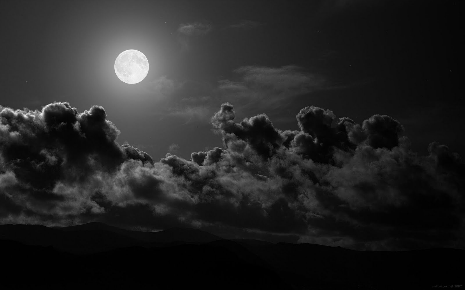 http://1.bp.blogspot.com/-8_93ScZBJ5I/Tbz6UT2PRzI/AAAAAAAAADw/i2pnJus6vNw/s1600/Moon-Light-Black-Wallpaper.jpg