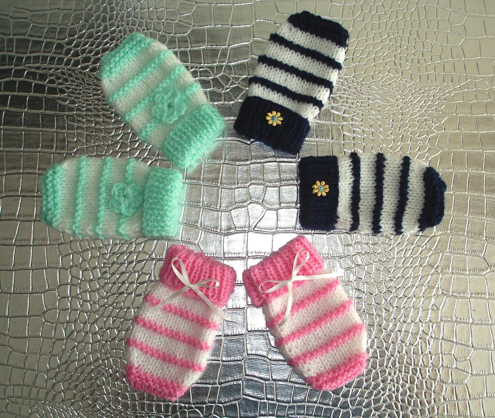 Knitting Pattern For Baby Hat And Mittens : mariannas lazy daisy days: Garter Stitch Ridge Baby Mittens
