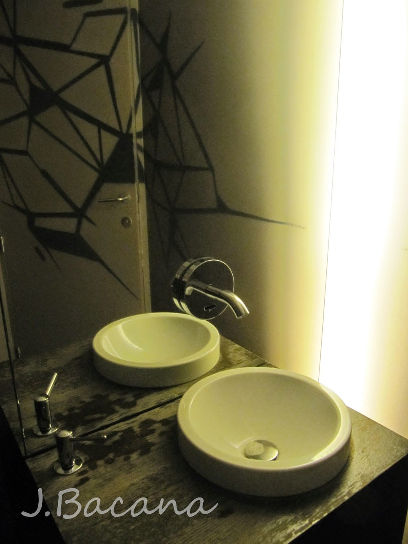 Joaninha Bacana Sessao Restaurante (Bruges) LESS -> Banheiro Feminino Translation