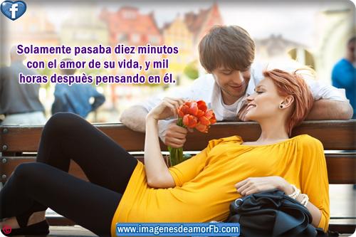 imagen de pareja enamorada con ramo flores