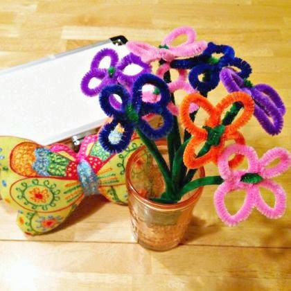 http://spoonful.com/crafts/how-make-mothers-day-pipe-cleaner-daisy-bouquet