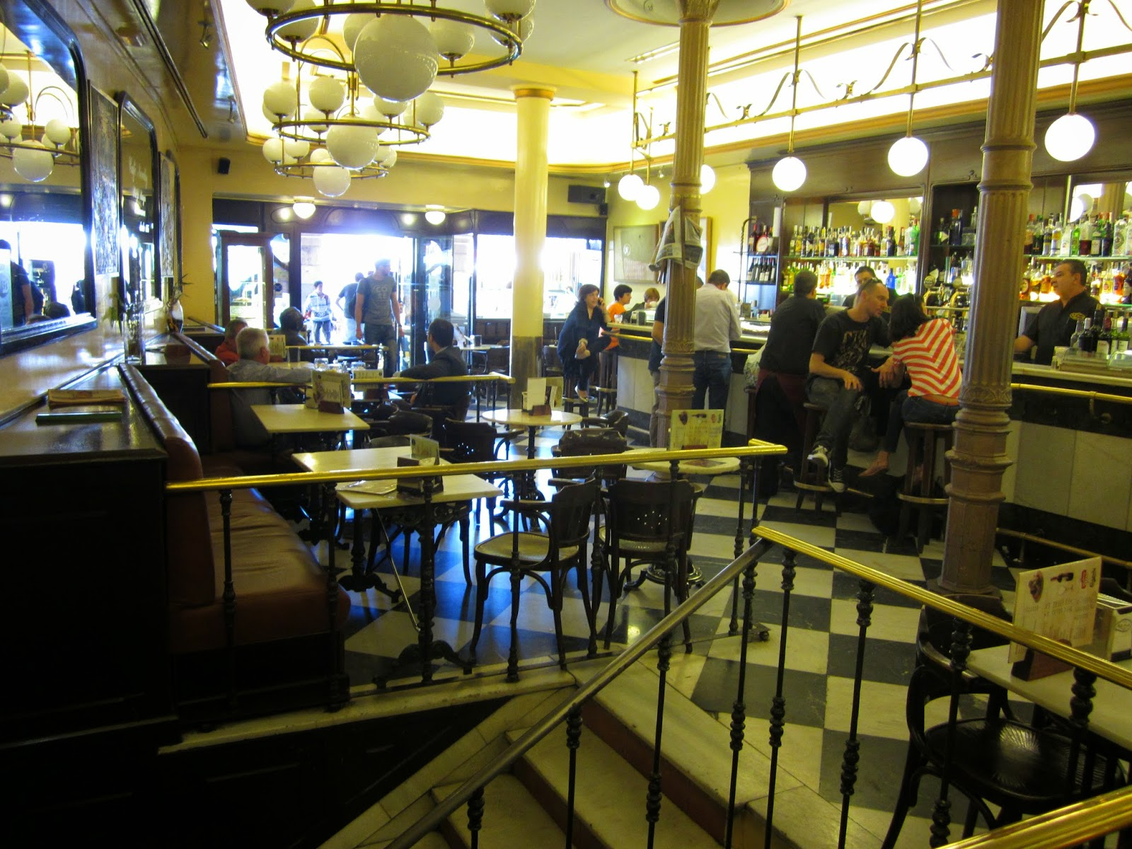 interior del café Novelty