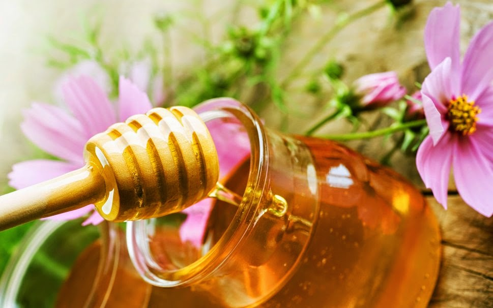 Como é correto para comer o mel com nozes de uma potência