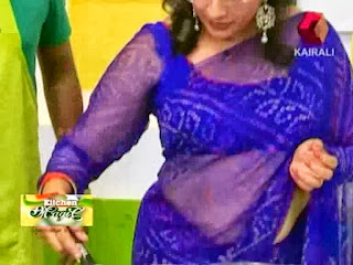 Lakshmi Nair hot navel show in saree photos from Nirapara Kitchen