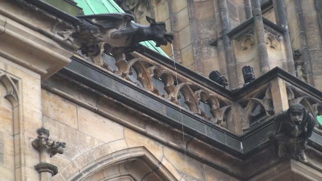 Castillo de Kafka, Gargolas de Praga