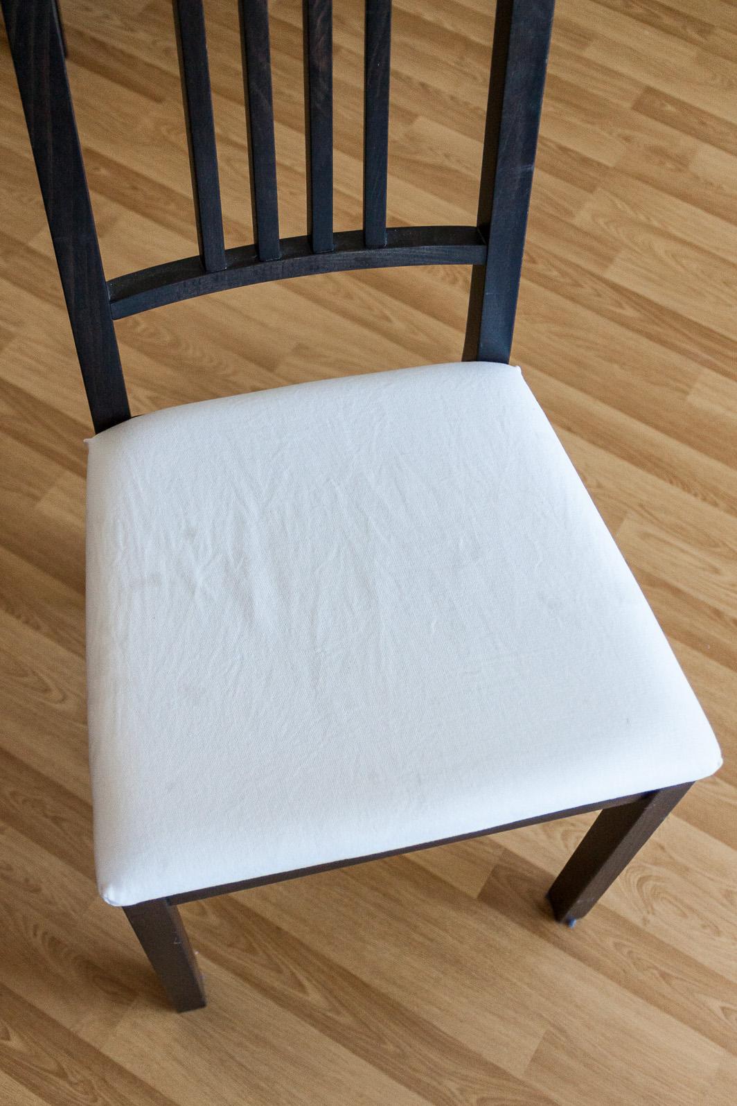 agencer et mijoter id e d co r housser des chaises avec de beaux torchons. Black Bedroom Furniture Sets. Home Design Ideas