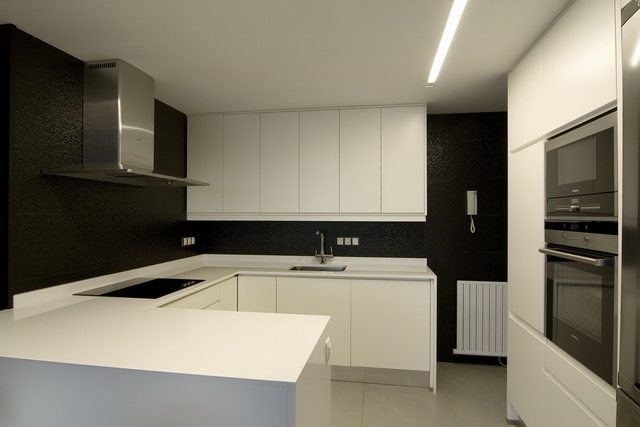 En ateneo blanco y negro en la cocina - Cocina blanco y negro ...