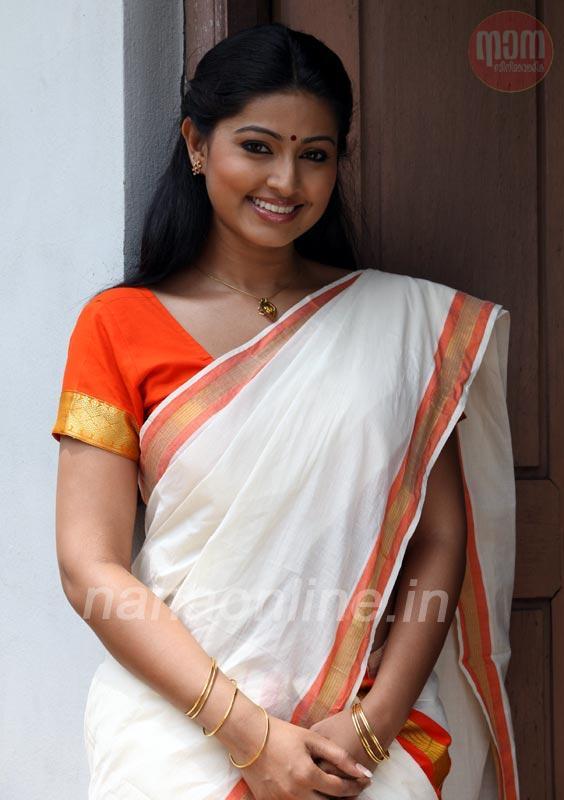 sneha cute malayalam kerala saree stills pics gallery