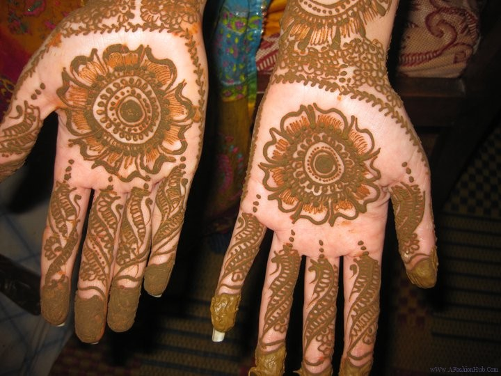 Mehndi Party : Mehndi style party designs for