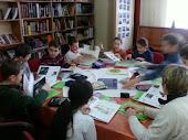 Iskolások a könyvtárban