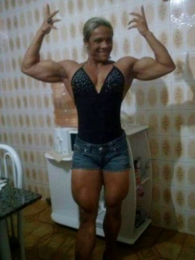 male bodybuilders in female clothes