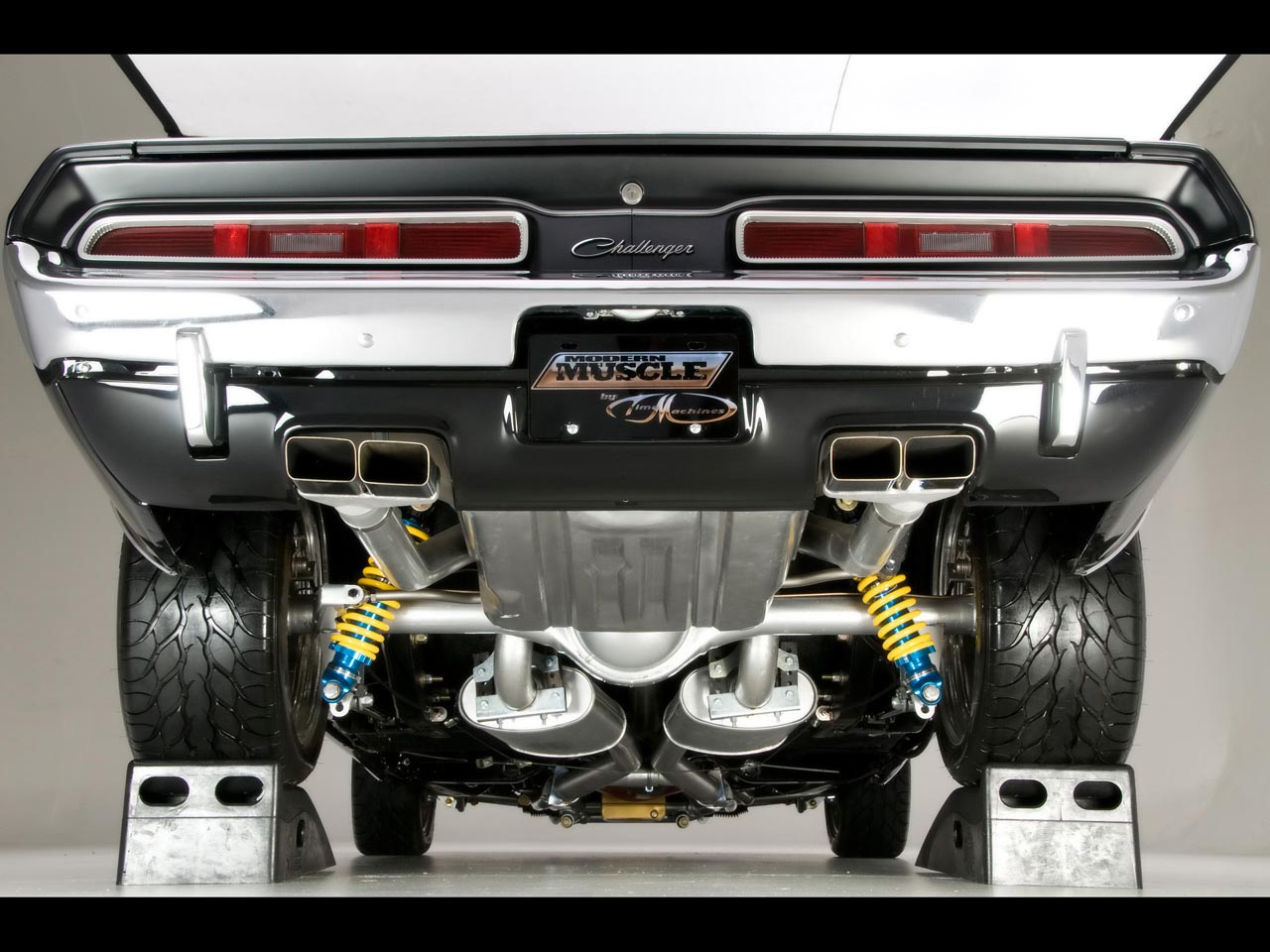 http://1.bp.blogspot.com/-8bfYbxrWy2I/T4xl3i-nYSI/AAAAAAAABXU/vL1pL7NG0Sw/s1600/Challenger_Modern_Muscle_Under_View_Back_Side_HD_Car_Wallpaper.jpg
