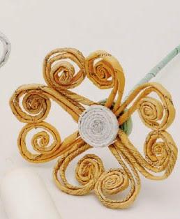 http://www.portaldeartesanato.com.br/materias/2272/flores+recicladas
