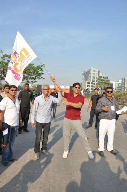 Akshay Kumar and Mandira Bedira at 'DNA Women's Half Marathon'