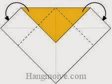 Bước 3: Gấp chéo hai cạnh tờ giấy về phía mặt sau.