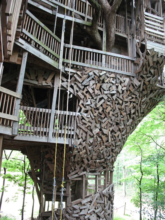 The World's Biggest Treehouse.