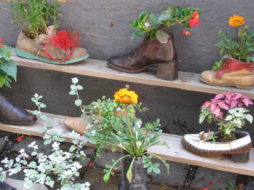 Käytä vanhoja kenkiä kukkaruukkuina