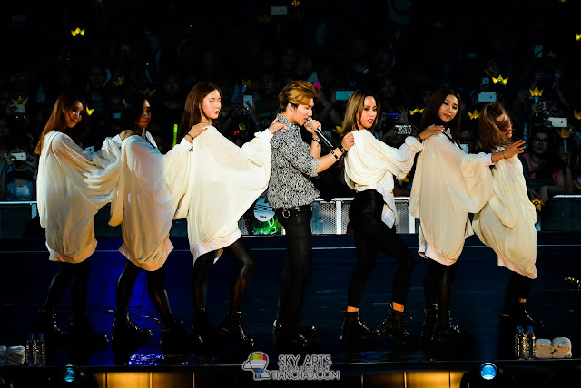 Daesung dancing with hot girls
