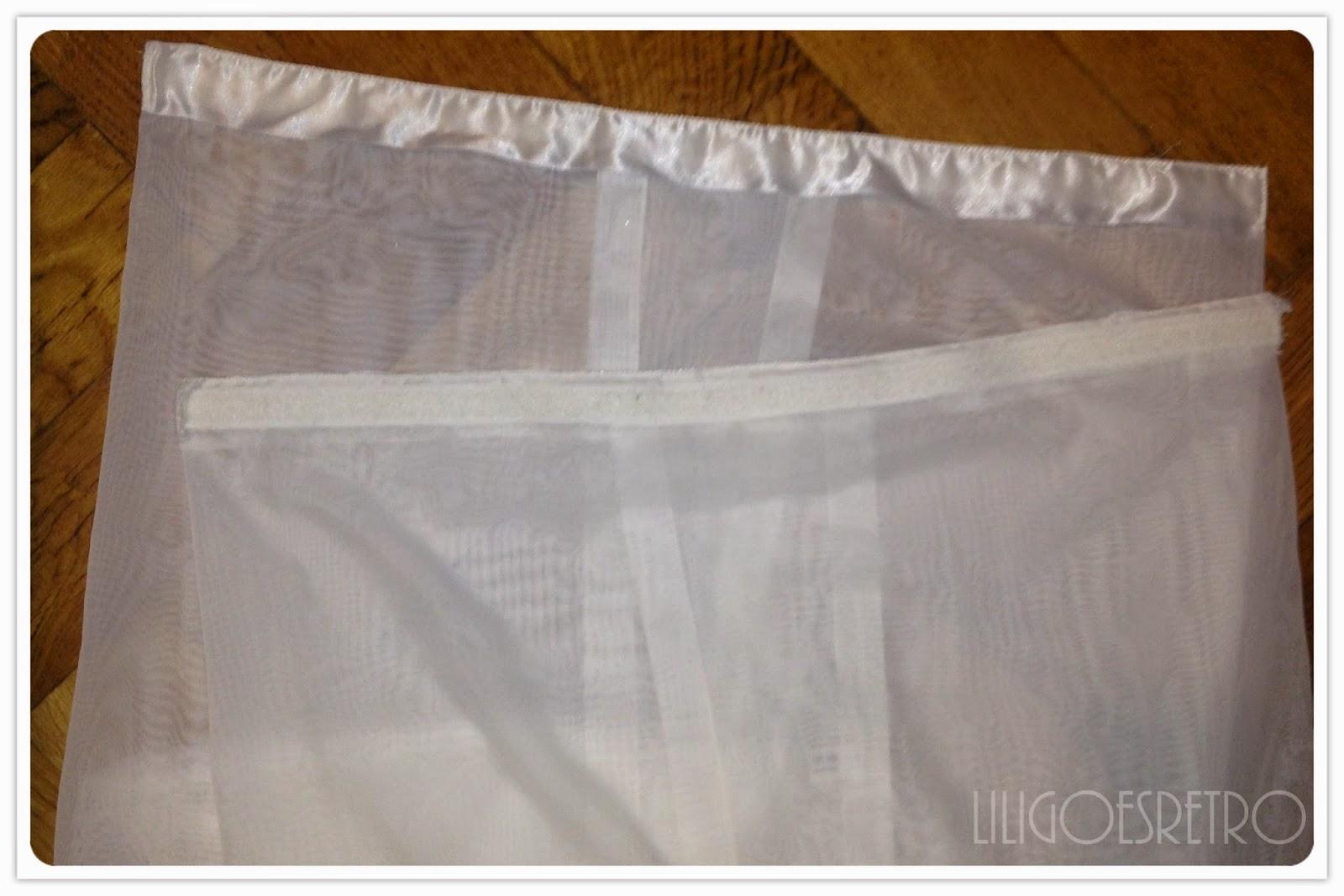 lili goes retro vorh nge f r den kleiderschrank. Black Bedroom Furniture Sets. Home Design Ideas