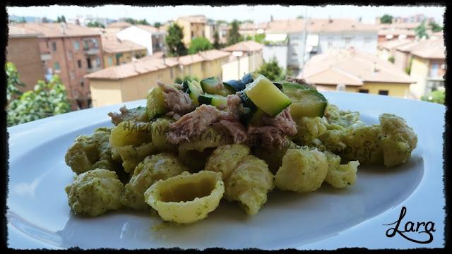 pasta con crema di zucchine al limone e tonno