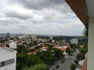 Este é o bairro perfeito para apaixonados pelas artes, culturas e pela boemia da noite paulista. Famoso por suas galerias de arte, bares e restaurantes, o bairro concentra pessoas que optaram por viver perto de onde trabalham ou estudam, já que a localização de Vila Madalena é privilegiada por ser próxima ao centro da cidade e de universidades importantes como a Universidade de São Paulo (USP).