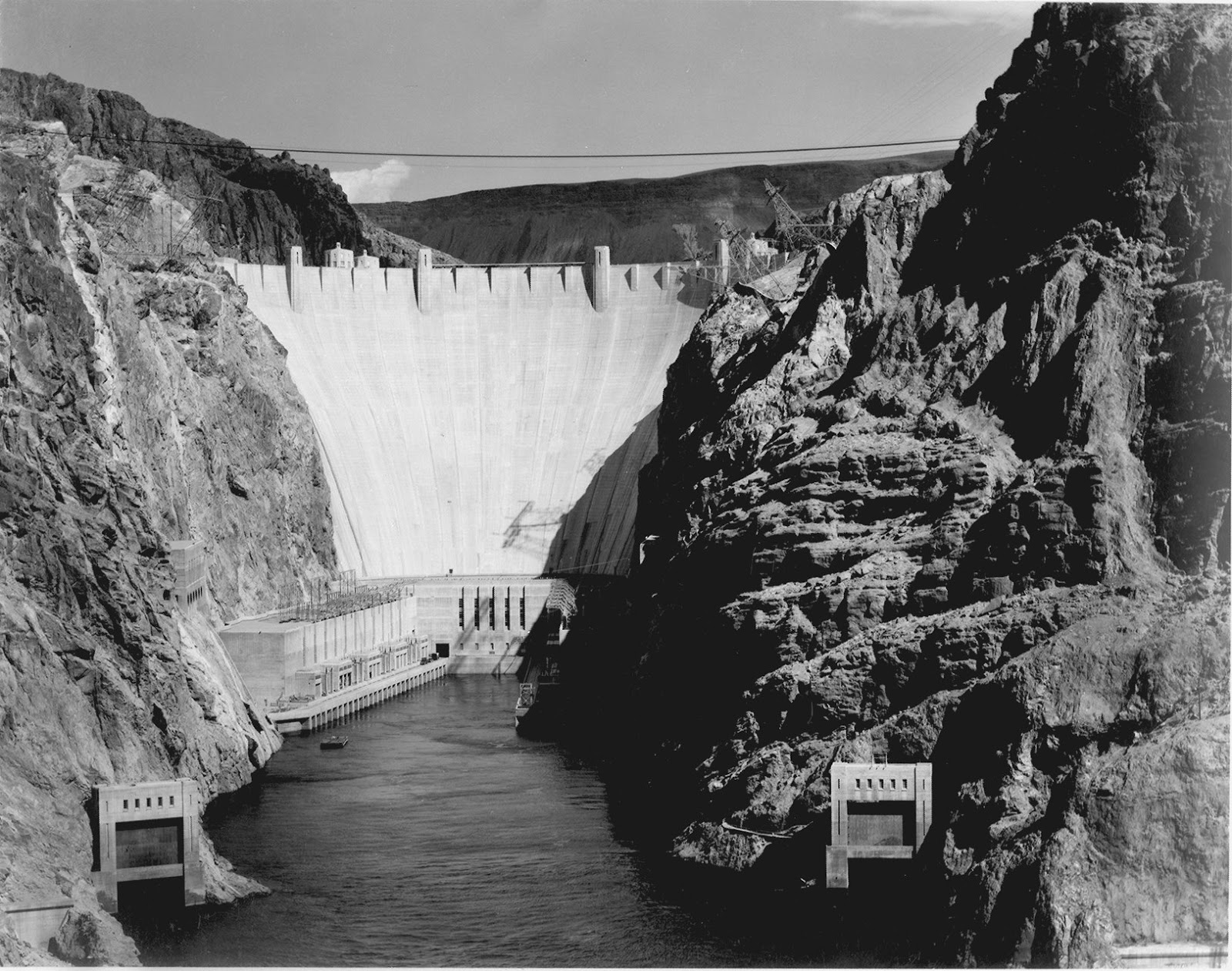 how tall is boulder dam