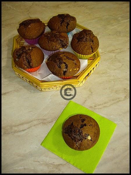 Muffin au chocolat et pépites de chocolat blanc