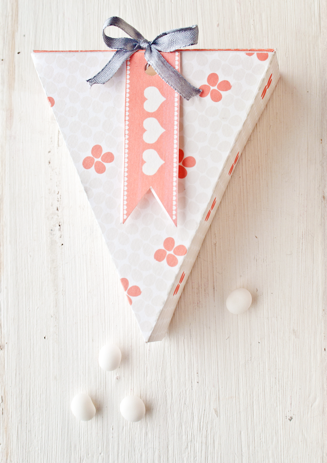 http://www.ohthelovelythings.com/2012/02/free-printable-valentine-gift-box.html