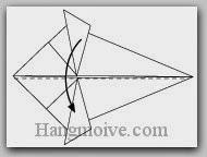 Bước 8: Gấp đôi cạnh giấy xuống dưới.